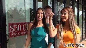 Riesige Titten Latina Blowjob